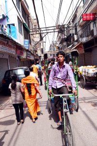 cyclo in alley
